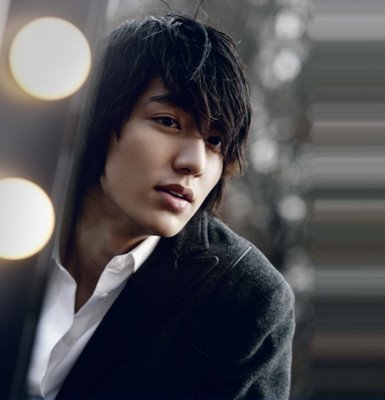My newest obsession: Lee Min Ho, who plays Goo Jun Pyo in Boys Before Flowers. Now on Netflix Streaming! If you're like me, you'll get sucked in and watch until all hours of the night and morning. :)