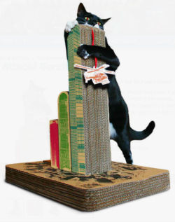 puddlesthecat:  caturday:  Cats Attack! Scratching Post  i wantz 1!