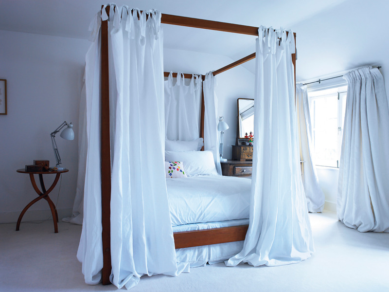 myidealhome:  canopy bed (via Interiørmagasinet)