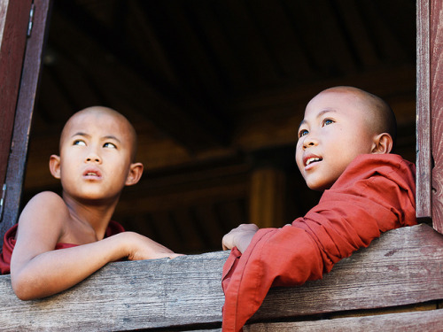 Young Monks at Inle by Julian Kaesler on Flickr.