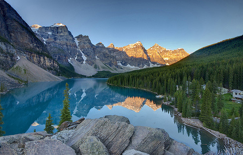 Sunrise on Lake Moraine (by Fil.ippo) Canada
