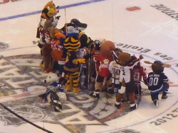 heartthepens:  The mascots all came out before the skills comp. and played a quick game. They took a group shot after and of course Carlton would pose in the opposite direction.