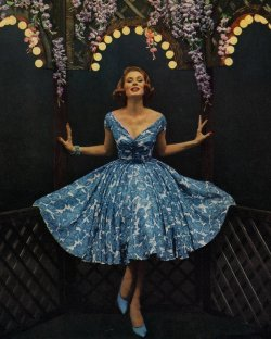 theniftyfifties:  Suzy Parker in a blue and white cocktail dress, 1950s. A stunning 1950's dress