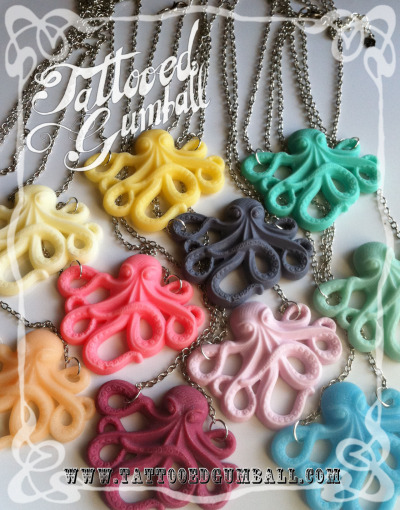 pinkbitsandpieces:  Some octopus necklaces for your eyeballs to look at.