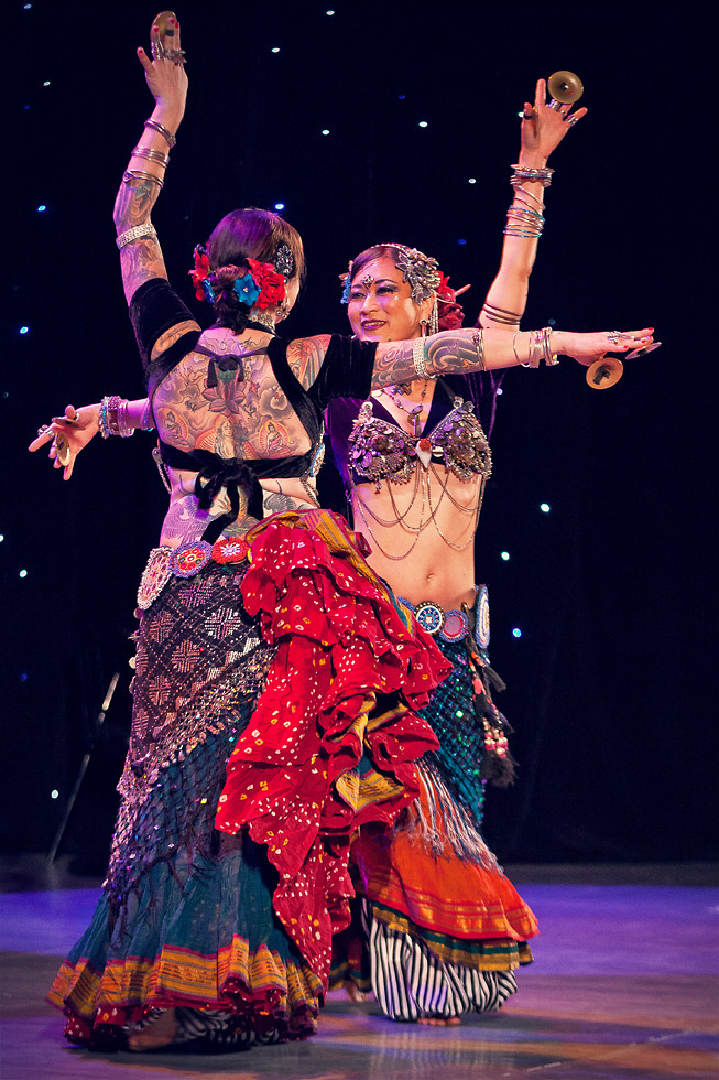 Members of Fat Chance Belly Dance zoeteho:  Kae & Kristine in Moscow