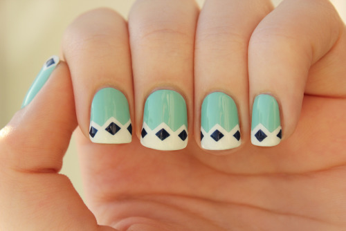 cupofcolor:  Retro nails By: CupOfColor