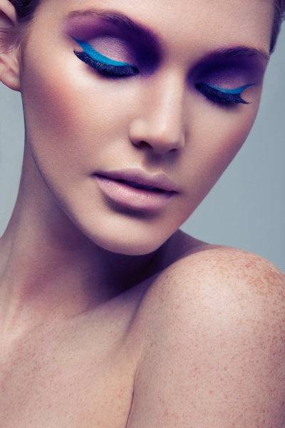 Pink and blue eyeshadow. This looks amazing.