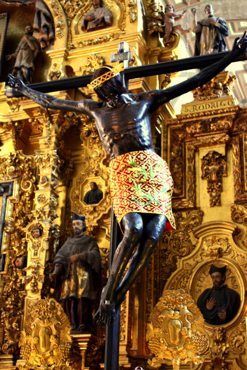 This Black Jesus in the Metropolitan Cathedral in Mexico City is one of many that appear all over South America.   These statues are not related to the Black Madonnas of Europe; they are rather the result of a bit of marketing by the Jesuits after their success at replacing the mother-goddess Tonantzin with the Virgin of Guadalupe.  (Info on the Guadalupe campaign here, here & here)