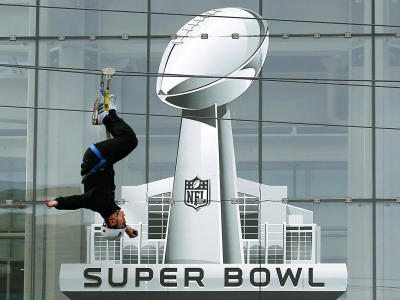 @nfl zipeline. super bowl XLVI experience. (photo: Jim Young, Reuters)
