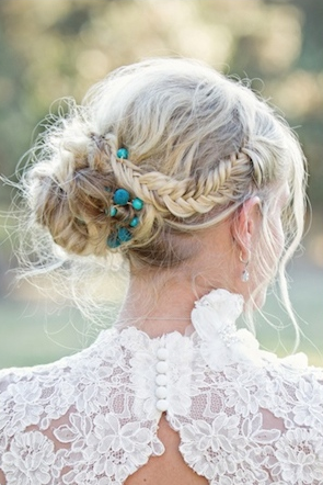 simplyseattleweddings:  Braid alert! Braids are everywhere including the aisle! Click here for 18 more hair styles incorporating braids. Thanks Blushing Bride Blog!