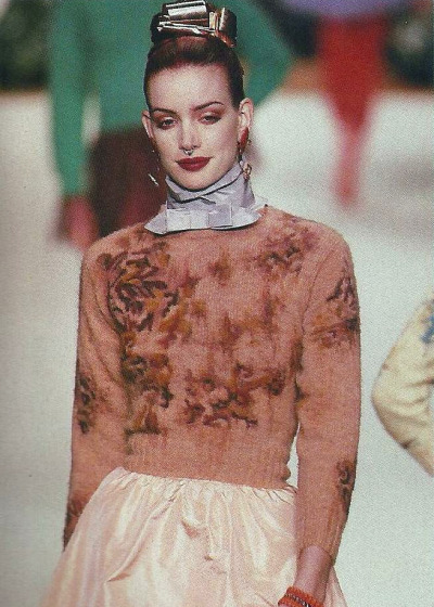 voodoo-yoga-dietsoda:  Sibyl Buck @ Chloé. F/W 1994 Love the textures, love the colour palette, love the nose ring.