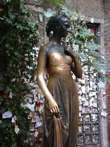 Statue of Juliet in Verona Italy
