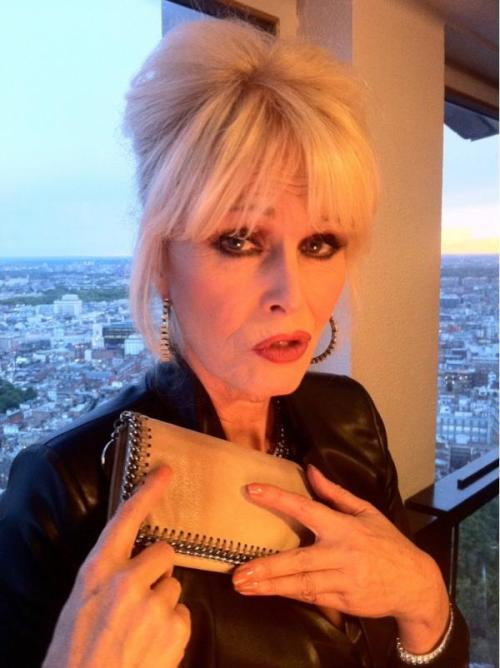 "Patsy: ""I have a wallet!"" musicloverag:  <3Patsy And Her Wallet<3 Thanks To Jen On Twitter"