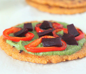 findvegan:  Quinoa Flat bread pizza with Spinach hummus & veggies