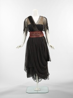omgthatdress:  Dinner Dress Drécoll, 1914-1916 The Metropolitan Museum of Art