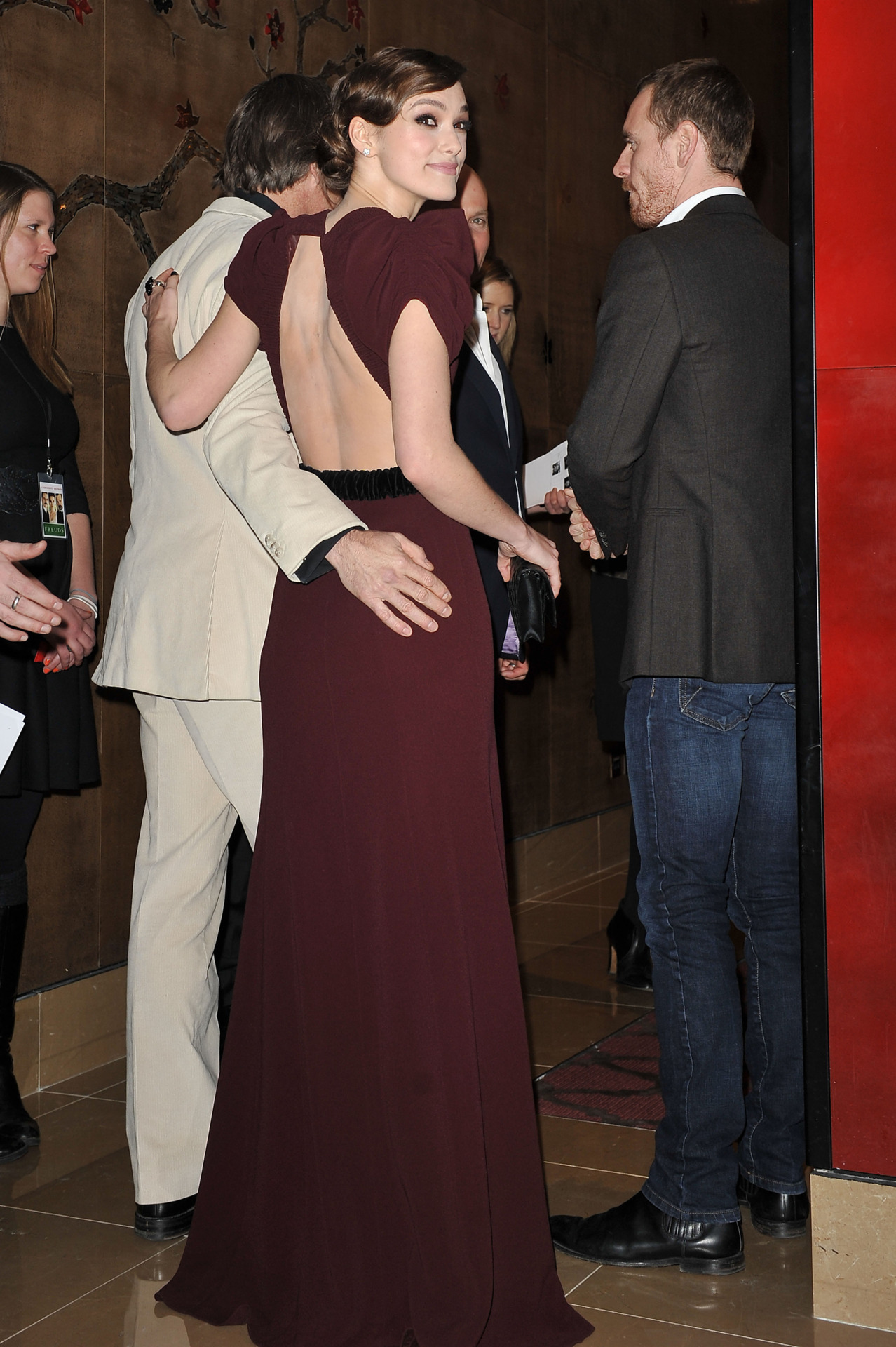 Viggo Mortensen, Keira Knightley and Michael Fassbender at a gala screening of A Dangerous Method in London yesterday I want Viggo's hand on my ass!  Someone who was at this screening said that Viggo and Fassy danced together to Girl from Ipanema.  SWOOON!