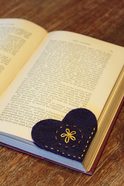 Heart Bookmarks http://simple-serendipities.blogspot.com/2011/12/felt-heart-bookmarks.html