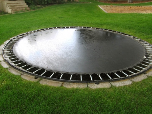 oliviarink:  Ummm I will have this! Trampoline built into the ground! How perfect!