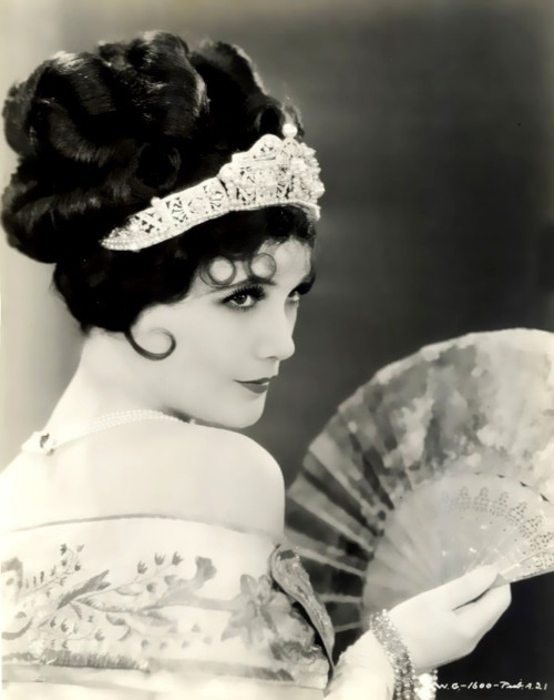 solo-vintage:  Jetta Goudal ( July 12, 1891 – January 14, 1985) was a Dutch-born American actress, successful in Hollywood films of the silent film era.