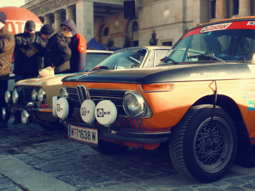 BMW 2002 and Alfa 2000 GTV, 29.01.2012 Warsaw, Rally Monte Carlo Historique start, photo taken by me