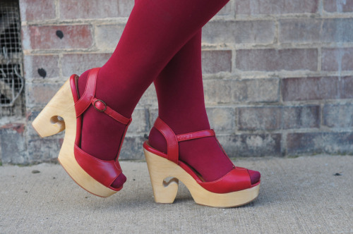 i styled up a relatively normal pair of jeffrey campbells on the blog yesterday. in case you missed it.