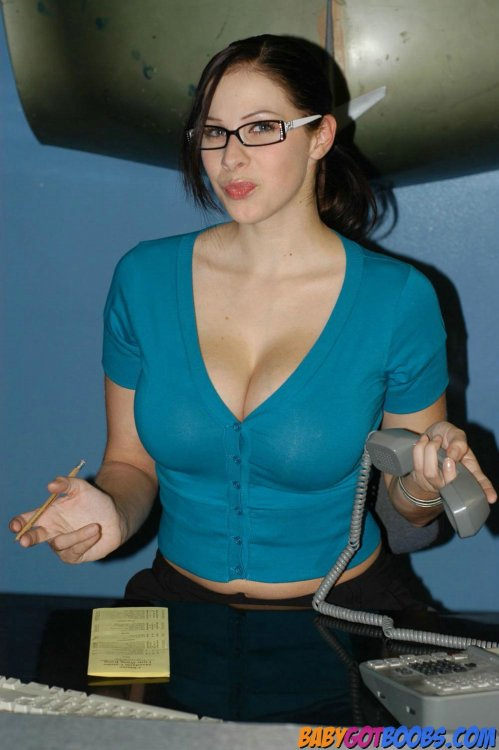 doubleddelightful:  Imagine Gianna as your secretary. #unproductiveofficeenvironment