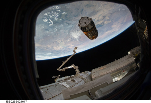 ikenbot:  Japan's Kounotori2 Supply Ship Approaches the Space Station