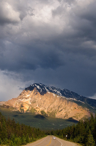 refero-mundus:  On The Road - Jasper, Alberta (by RyanMacLean)