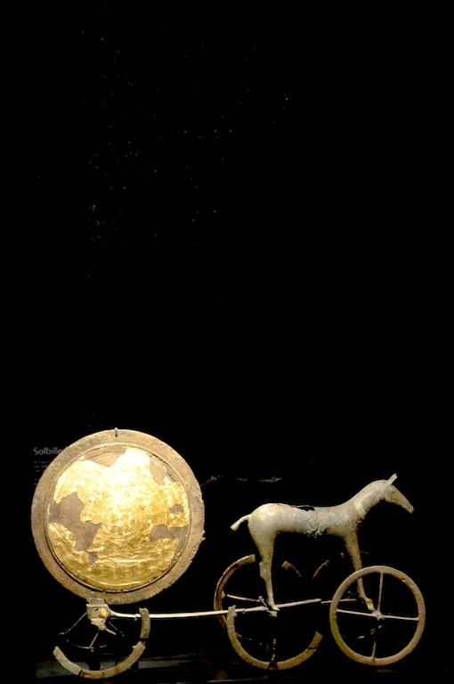 A symbol of Denmark, the Trundholm sun chariot. Part of the Norse Mythology and the importance of the sun. El simbolo del arte nordico por excelencia, el carro solar de Trundholm en el museo nacional de Dinamarca. Solvognen Photo Jadiel Galicia