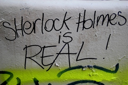 "believeinsherlock:  This is a message for the Parisian Sherlockians ! Please tell me where you taped or seen ""Sherlockian street art"" in Paris, because I would like to take photographs of all the posters and graffs there are out there =D More info on my tumblr. Petit message aux Sherlockians parisiens : pourriez-vous m'indiquer où vous avez collé ou vu de ""l'art de rue Sherlockien"" à Paris, car j'aimerais prendre des photos de ces affiches et tags =D Allez jeter un oeil à mon tumblr pour plus d'infos =) (I found this poster in Rue des Boulangers, Paris 5e) Submitted by parisian-sherlockians-pix."