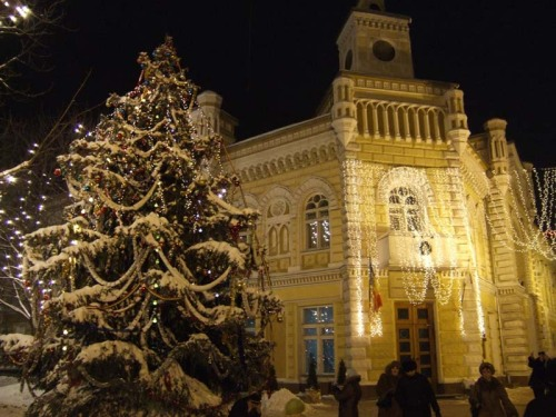 how cute…found this photo. Chisinau city hall during the winter holidays 4 years ago :)