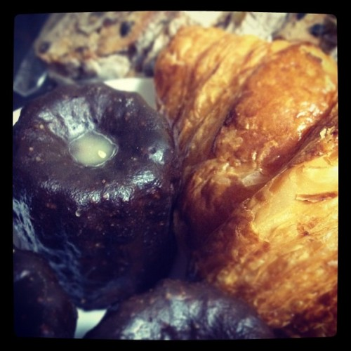 Canelé croissant Seigle-Fruit #goodmorning #photooftheday #instagram  (Taken with instagram)