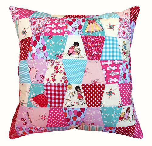 redpepperquilts:  Patchwork Pillow ~ Tumbler Blocks