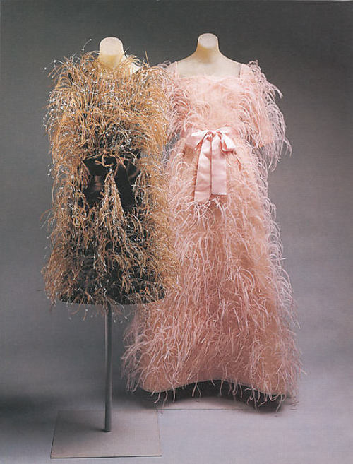 Random perplexing made-you-smile-dress ;D Met House of Balenciaga c. 1965-66
