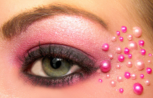 pink valentines day eyeshadow with pearls (by dreamglowpumpkincat210)