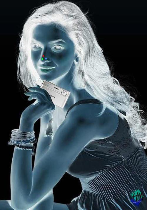LOOK AT THE RED DOT ON HER NOSE FOR 30 SECONDS WITHOUT BLINKING THEN LOOK AT SOMETHING BRIGHT AND KEEP BLINKING YOUR EYES