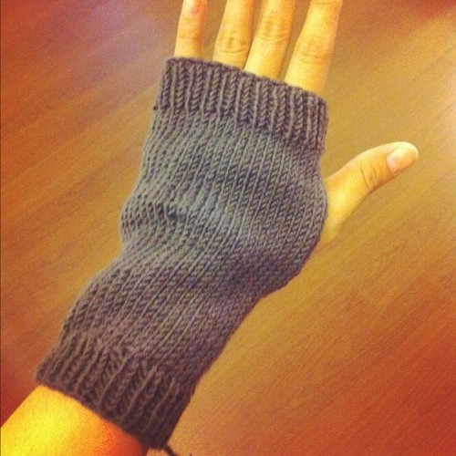 Wrist warmer #knitting  (Taken with Instagram at OWL CRAFT SHOP ร้านไหมพรม)