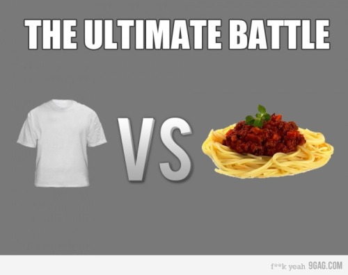 La batalla definitiva. 9gag: (via 9GAG - Spoiler alert: the shirt loses…)