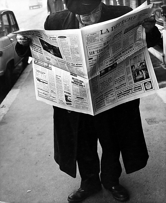 Man in Hat and Coat Reading Newspaper on Street] Leon Levinstein (American, Buckhannon, West Virginia 1910–1988 New York City) Date: 1964