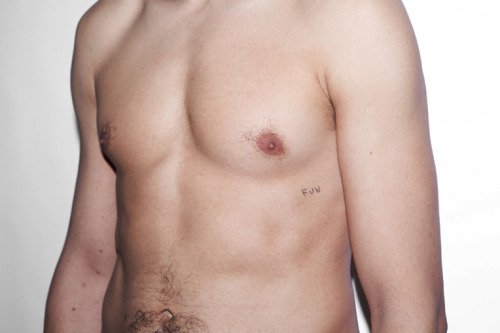 No pain, No gain. numéro 5 ! Follower # 5, S.M. Paris, 2012. http://www.thomasmailaender.com