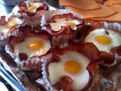 collegehumor:   Bacon and Egg Cupcakes   I don't have time to eat breakfast, just post-wake up dessert.