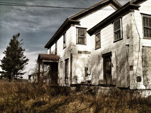 newyorkseens:  Abandoned Farmhouse @ Amenia, NY