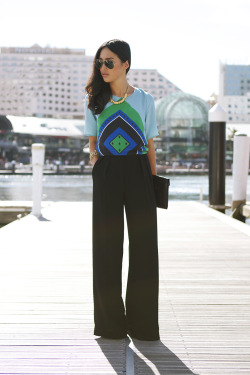 what-do-i-wear:  Amber and Thomas Scarf Top, Zara Pants, Vintage Clutch/Necklace/Bracelet, Ray Ban Sunglasses (image: garypeppervintage)