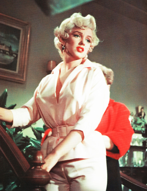 Work it, gorgeous vintagegal:  Marilyn Monroe on the set of The Seven Year Itch (1955)