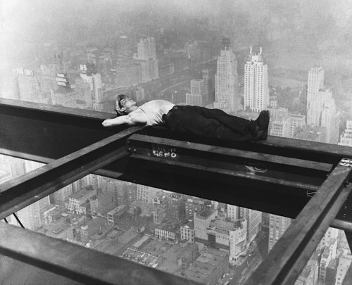 luzfosca:  A workman takes a siesta on a girder during the building of Radio City, the city of New York spread out below, circa 1933.