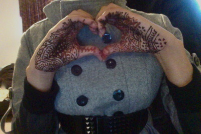 I got my henna done today :D Doesn't it look so cool?
