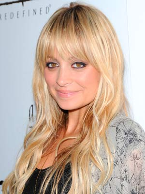 I love the face framing bangs on Nicole Richie!