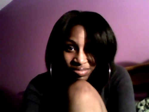 i never really smile with my mouth closed. this the first time i like it : )