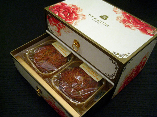taiwanesefood:  Mid-Autumn Festival: Mooncakes from St. Regis by Sanctu on Flickr.