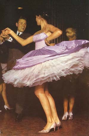 Talk about twirl-iffic! (via pettipond.com)
